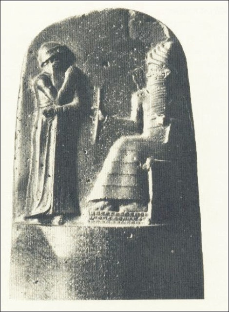 Figure 2: Code of Hammurabi (about 1900 BC). The laws engraved at the foot of the fi gures can be seen in the louver.<sup>(3)</sup>